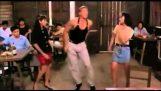 Jean-Claude Van Damme dançar o «Kankelia»