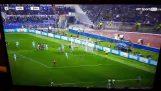 Ο Κώστας Μανωλάς κάνει το 3-0 εναντίον της Μπαρτσελόνα