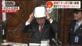 "Anti-earthquake exercise in the Japanese parliament with ""Suppiri"" helmets"