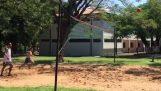 Ronaldinho volley pied de jeu en prison