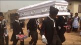 "The last ""dance of the deceased"" – a strange tradition from Ghana"