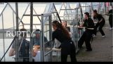 "An Amsterdam restaurant creates ""mini greenhouses"" to make its customers feel safe from the virus"