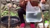 Gotuję z torbą na zakupy jako patelnię