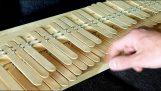Cum să creați un pian cu șuruburi și bastoane de gheață