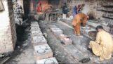 Besichtigung einer Gusseisenfabrik in Indien