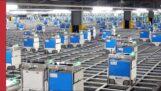 杂货店仓库里的一群机器人