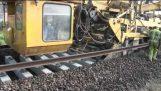 Εκπληκτική μηχανή κατασκευής σιδηροδρόμων