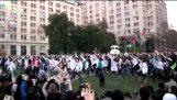 Οι φοιτητές στην Χιλή διαμαρτύρονται χορεύοντας «Thriller»