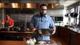 Πως να ξεφλουδίσεις ένα σκόρδο σε λιγότερο από 10 δευτερόλεπτα