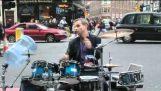 En paranoid trummis på gatorna i Liverpool