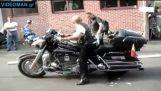 Idiootit on moottoripyörät