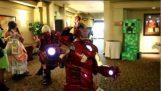 令人惊异的简易的制服的铁人三项