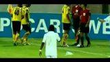 Футболист въпреки малко да губи ръката си