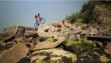Stunts og ekstreme ruter med en unik sykkel