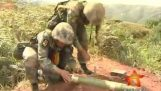 Οι Κινέζοι στρατιώτες εκτοξεύουν βλήματα χωρίς την κάννη