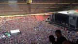 60.000 θεατές τραγουδούν το «Bohemian Rhapsody»