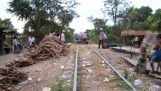 Un train de bambou fortune au Cambodge