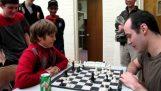 Δεκάχρονος κερδίζει έναν Inernational Master στο σκάκι