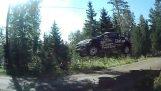 ラリー フィンランドでクレイジー ジャンプ