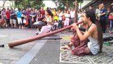 Musica magica per le strade di Singapore