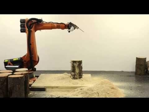 Robot produce sgabelli da tronchi dalbero di motosega videoperatore