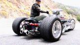 Le tricycle épique de 1200 ch