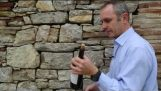コルク抜きなしワインの瓶を開ける方法