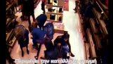 Κλοπή πορτοφολιού καταγράφεται από κάμερα στην Πάτρα
