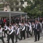 Πολίτης μουντζώνει τους επισήμους στην παρέλαση της 25ης Μαρτίου
