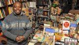 Το μοναδικό ελληνικό βιβλιοπωλείο στη Ν. Υόρκη από έναν… Νιγηριανό