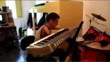 Παίζοντας πιάνο χωρίς χέρια