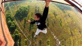 Theotreloi Russians in risky stunts