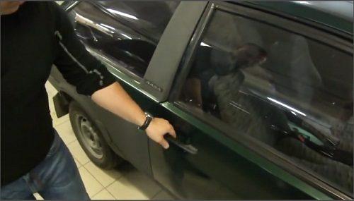 Как без ключа открыть дверь автомобиля