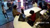 Οργανωμένη κλοπή ενός tablet στη Μαλαισία