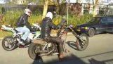 पुराने Harley बनाम होंडा CBR1000RR