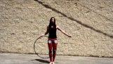 Devojka sa Hula Hoopa
