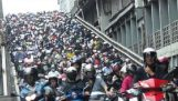 Ένας χείμαρρος από σκούτερ στην Ταϊβάν