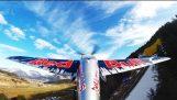 Τρελή πτήση πάνω από τις Άλπεις