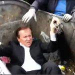 Πέταξαν τον βουλευτή στα σκουπίδια!