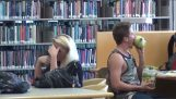 Prank: Eten in de bibliotheek