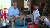 奇妙な食品: カンボジアのタランチュラを食べる