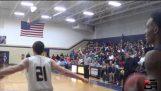 Средней школы баскетбола игрок бросает входящего проход от защитника тогда макает