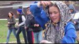 기병대와 전통 무용 러시아 소녀
