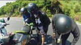 Motorcyclist अर्ध द्वारा काटा गया