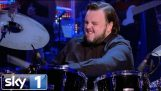 Game of Thrones stjärniga John Bradley Amazing trumspelande