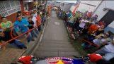 Θεαματική κατάβαση με mountain bike στην Κολομβία