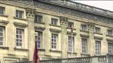 Hombre desnudo el Palacio de Buckingham loco video