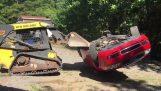 Ένας πατέρας καταστρέφει το αυτοκίνητο της κόρης του