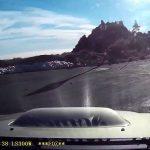 Κάμερα καταγράφει την πτώση αυτοκινήτου σε χαράδρα