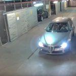Μεθυσμένος οδηγός βγαίνει από ένα πάρκινγκ